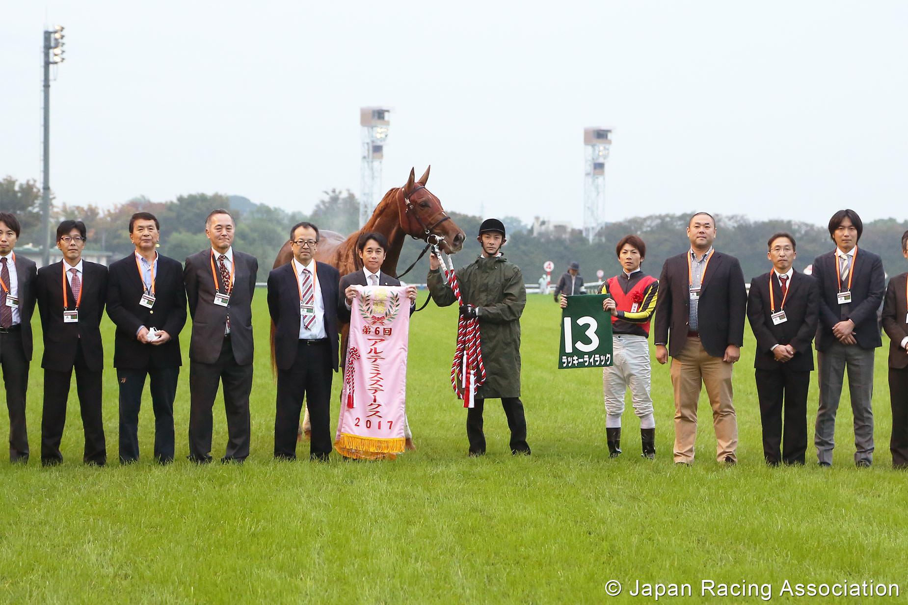 ラッキーライラックが力強く差し切り重賞制覇 © JRA