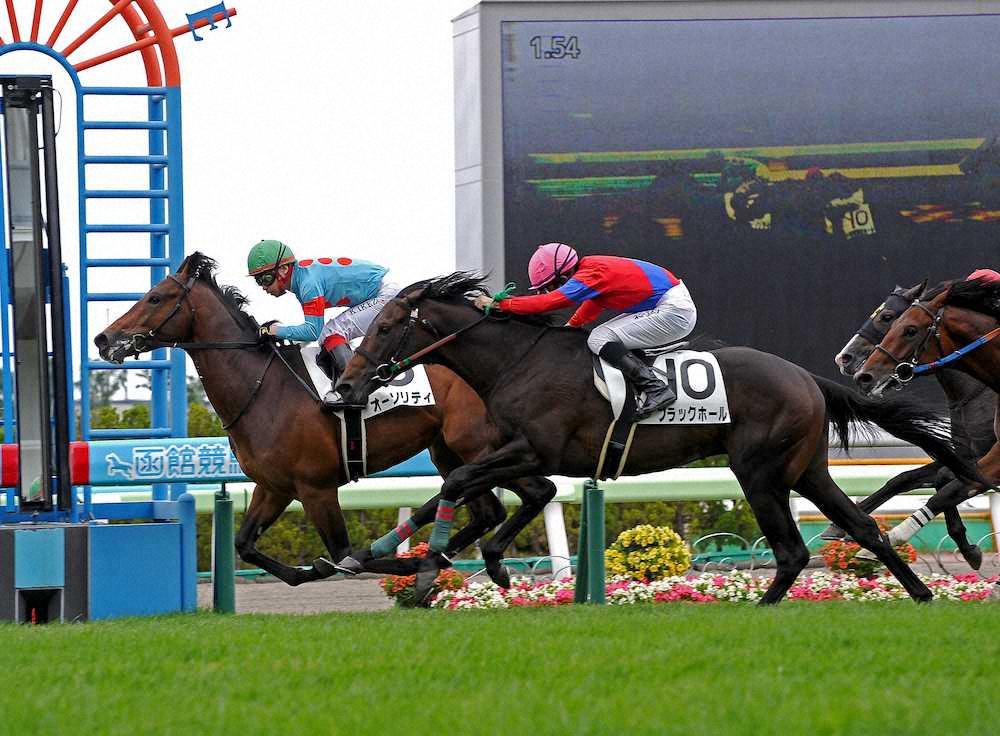 オーソリティ(オルフェーヴル産駒)が父の主戦、池添謙一を背に新馬勝ち © スポニチ
